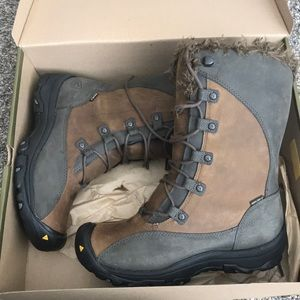 Keen Dry all weather ladies boot size US 8.5